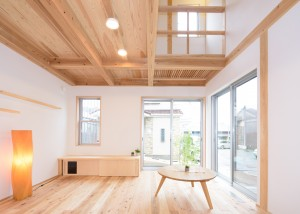 M様が伐採した木材で建てた自然素材の木の家 完成写真