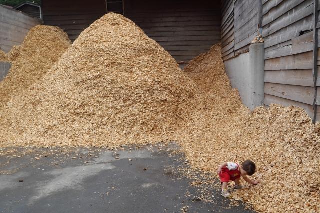 高知県梼原町森林組合の工場前の写真 工務店ソーラーコム撮影
