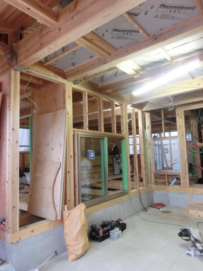 大阪府池田市で施工中のガレージハウスの木の家 撮影:工務店ソーラーコム
