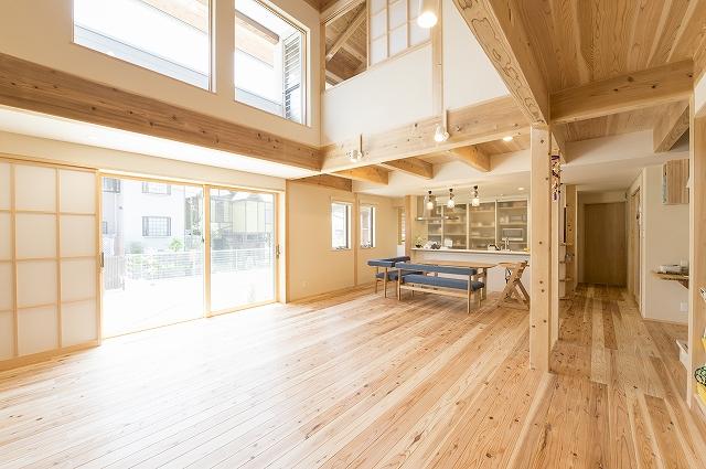 湿度のないカラッと気持ちいい木の家の写真